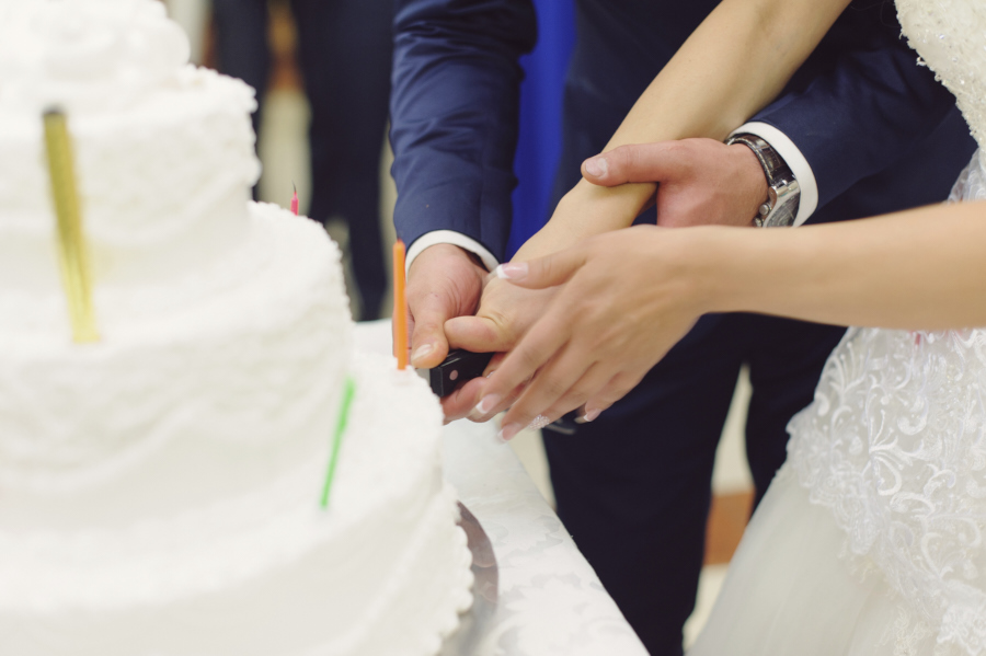 How to cut the wedding cake george vivanco photography do you know how to cut the wedding cake as a wedding photographer one of the most exciting parts of the reception is the cake cutting junglespirit Image collections